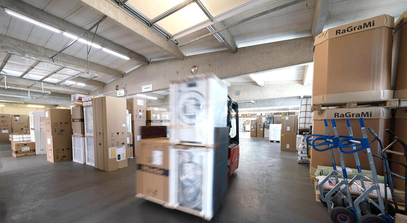 Schweiger Transport GmbH - Speditions- und Logistikunternehmen - Lager